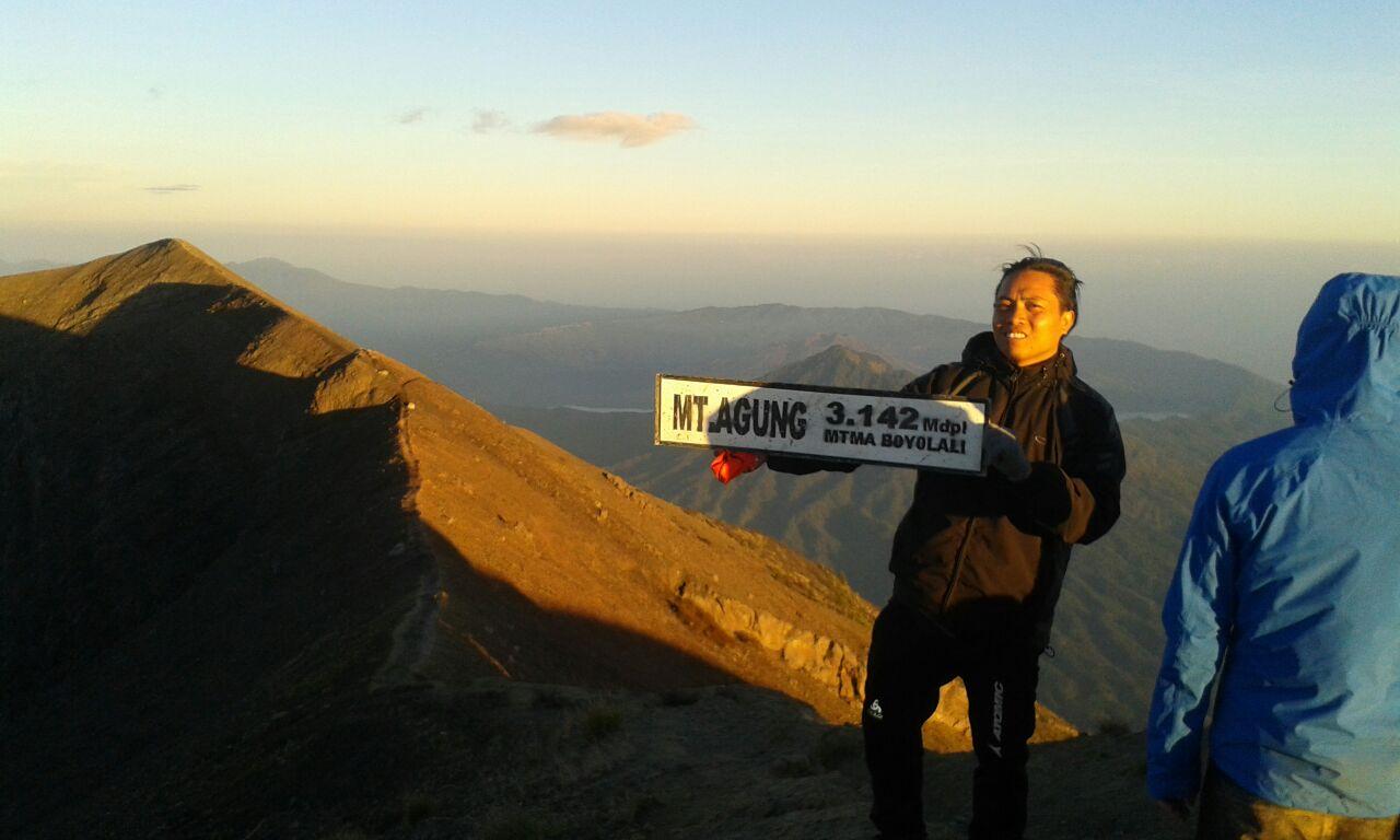 mount-agung-trekking bawamountagungtrekking.com